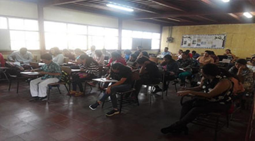 Estudiantes de profesionalización entusiasmados con el inicio del II semestre académico